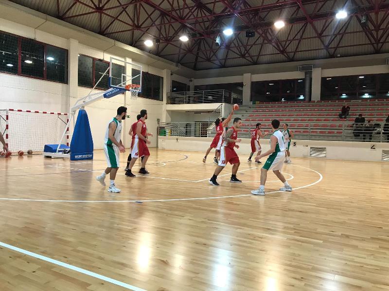 https://www.basketmarche.it/immagini_articoli/16-12-2018/riccardo-graciotti-mette-guida-auximum-osimo-vittoria-campo-stamura-600.jpg