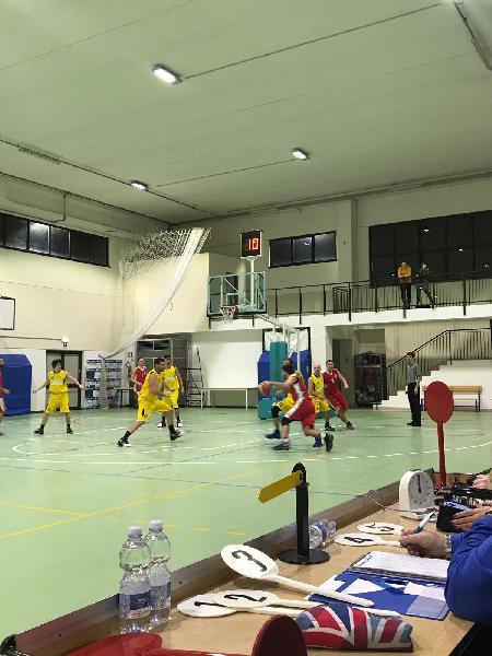 https://www.basketmarche.it/immagini_articoli/16-12-2018/tutto-turno-fochi-macerata-fuga-sorridono-severino-88ers-pedaso-fermo-600.jpg