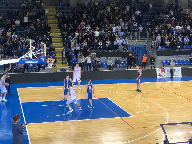 https://www.basketmarche.it/immagini_articoli/16-12-2019/janus-fabriano-civitanova-arrivano-vittoria-fila-primato-solitario-classifica-600.jpg