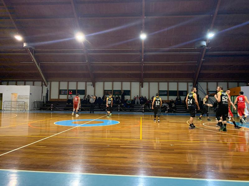 https://www.basketmarche.it/immagini_articoli/16-12-2019/passo-falso-basket-auximum-osimo-campo-brown-sugar-fabriano-600.jpg
