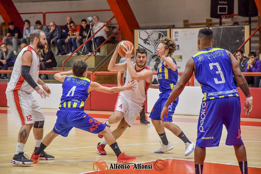 https://www.basketmarche.it/immagini_articoli/17-01-2020/capolista-basket-maceratese-inizia-girone-ritorno-campo-basket-fermo-600.jpg