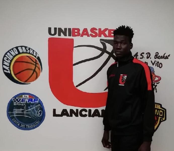 https://www.basketmarche.it/immagini_articoli/17-01-2020/colpo-mercato-casa-unibasket-lanciano-ufficiale-larrivo-camerunense-seraphin-kadjividi-boussoukna-600.jpg