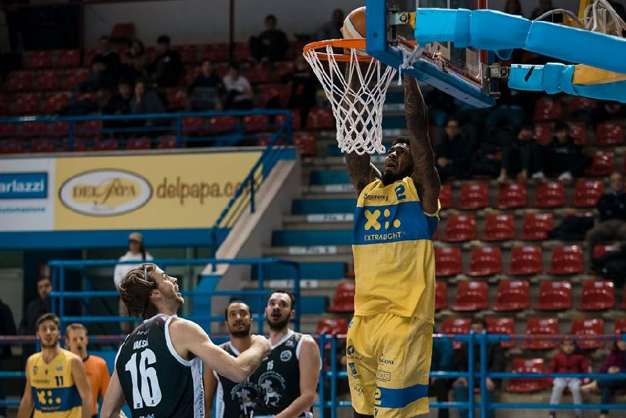 https://www.basketmarche.it/immagini_articoli/17-01-2020/poderosa-montegranaro-james-thompson-uscita-diretto-estero-600.jpg