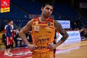 https://www.basketmarche.it/immagini_articoli/17-01-2021/pesaro-capitan-carlos-delfino-salta-sfida-dinamo-sassari-120.jpg