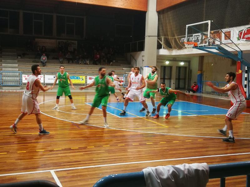 https://www.basketmarche.it/immagini_articoli/17-02-2019/fochi-pollenza-espugnano-severino-tornano-testa-classifica-600.jpg