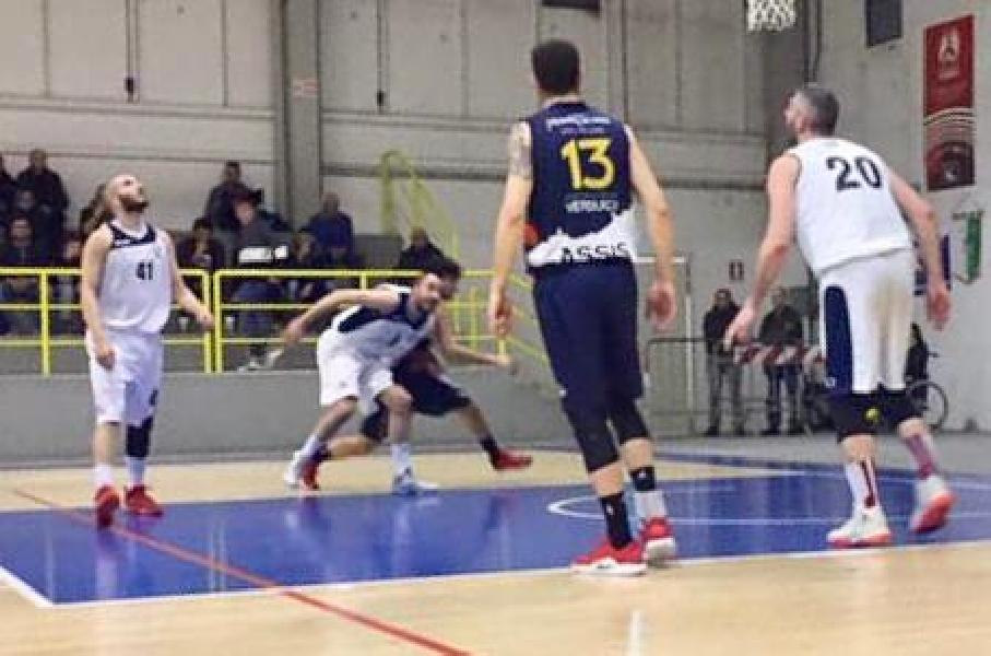 https://www.basketmarche.it/immagini_articoli/17-02-2019/pallacanestro-fermignano-furiosa-dopo-stop-assisi-parole-coach-paolucci-600.jpg