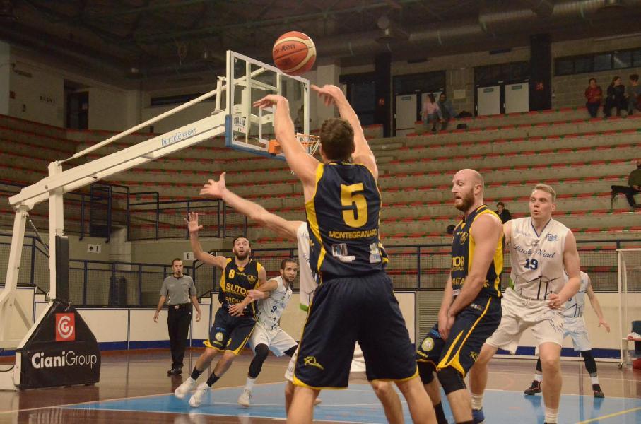 https://www.basketmarche.it/immagini_articoli/17-02-2019/sutor-montegranaro-sbanca-foligno-consolida-quarto-posto-600.jpg