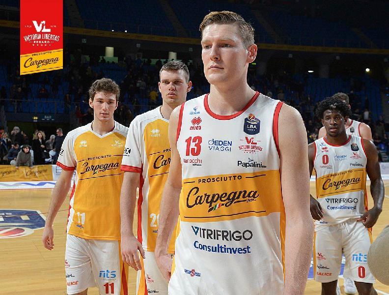 https://www.basketmarche.it/immagini_articoli/17-02-2020/carpegna-prosciutto-basket-pesaro-ufficiale-rescissione-contratto-clint-chapman-600.jpg