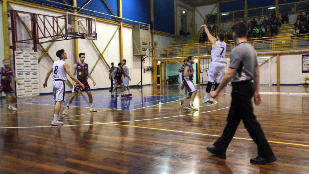 https://www.basketmarche.it/immagini_articoli/17-02-2020/comoda-vittoria-basket-gubbio-fara-sabina-600.jpg