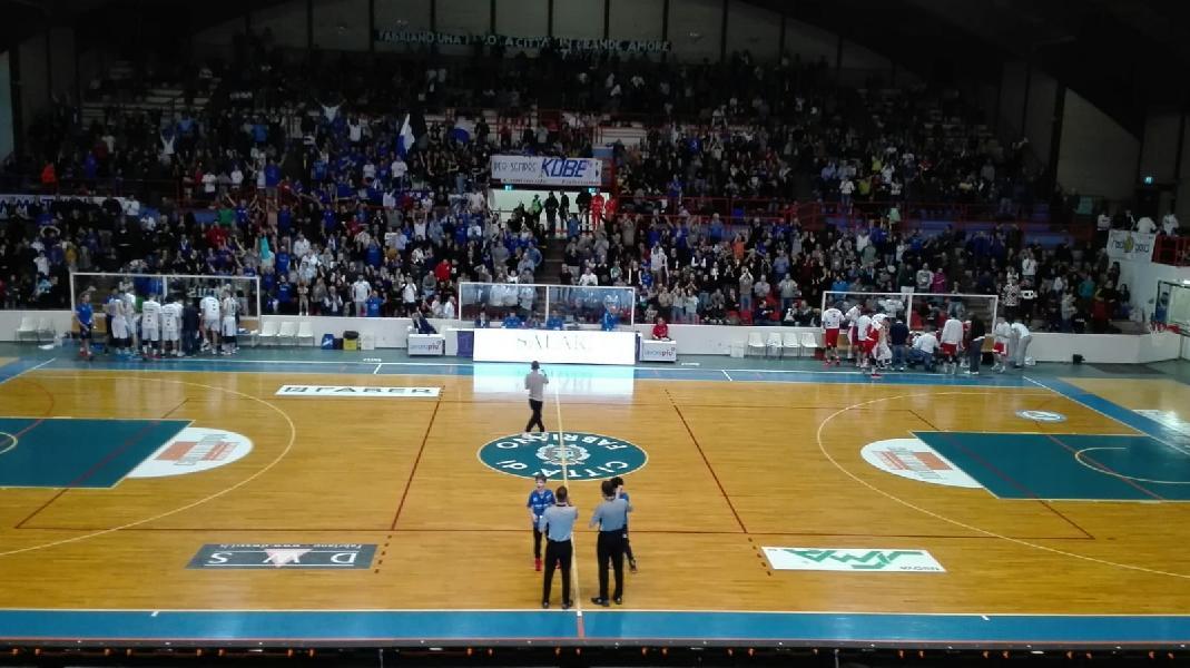 https://www.basketmarche.it/immagini_articoli/17-02-2020/interrompe-campo-janus-fabriano-serie-positiva-rinascita-basket-rimini-600.jpg