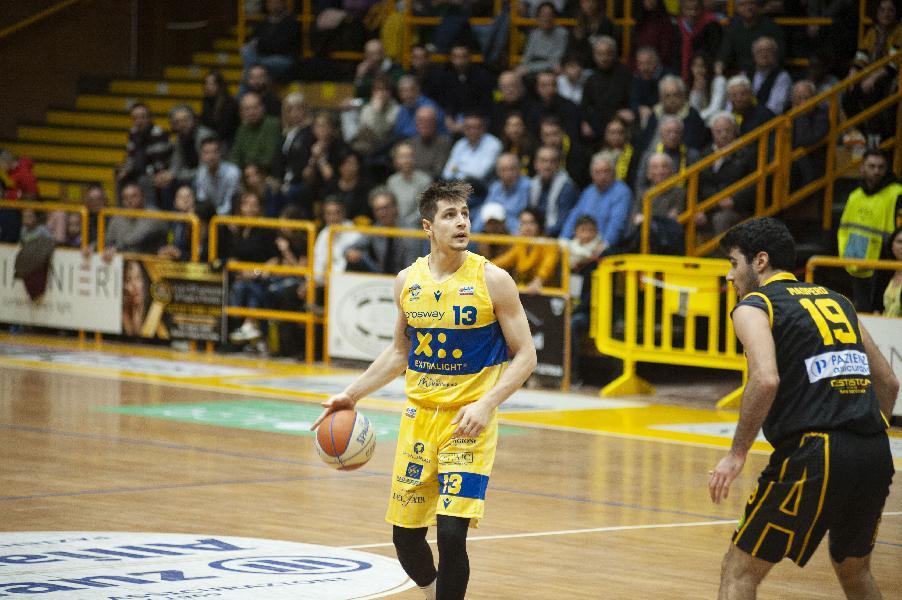 https://www.basketmarche.it/immagini_articoli/17-02-2020/poderosa-montegranaro-severo-arriva-quarta-sconfitta-consecutiva-600.jpg