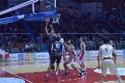https://www.basketmarche.it/immagini_articoli/17-02-2020/sutor-montegranaro-paga-brutto-quarto-cade-campo-teate-basket-chieti-120.jpg
