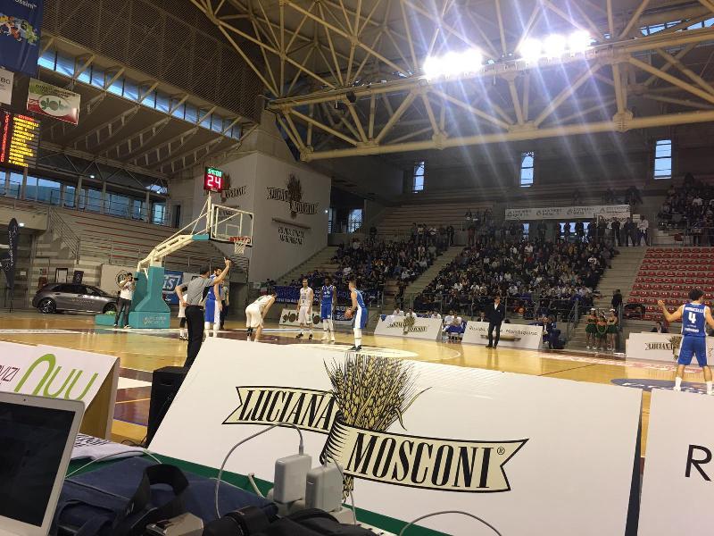 https://www.basketmarche.it/immagini_articoli/17-03-2019/janus-fabriano-derby-campo-campetto-ancona-600.jpg