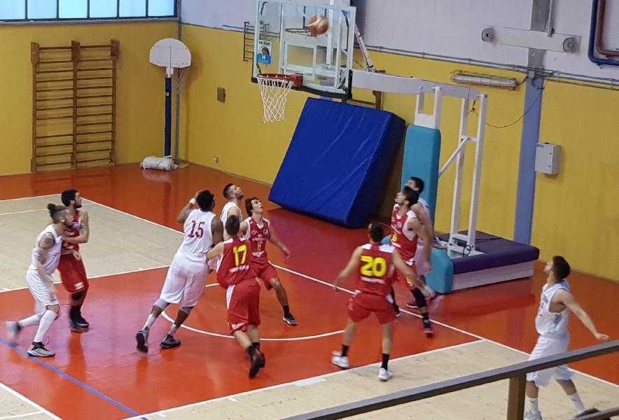 https://www.basketmarche.it/immagini_articoli/17-03-2019/pallacanestro-urbania-supera-wispone-taurus-jesi-600.jpg
