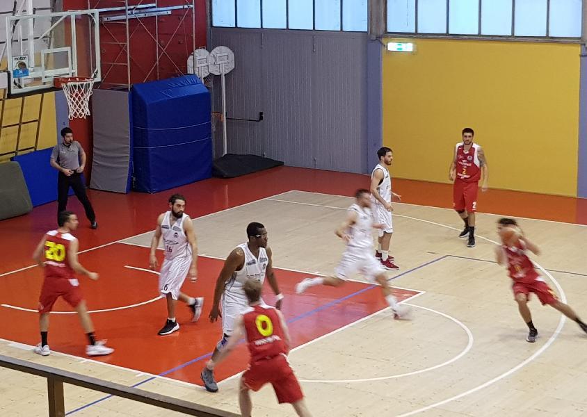 https://www.basketmarche.it/immagini_articoli/17-03-2019/serie-silver-ritorno-urbania-assisi-appaiate-match-bene-todi-recanati-tolentino-600.jpg