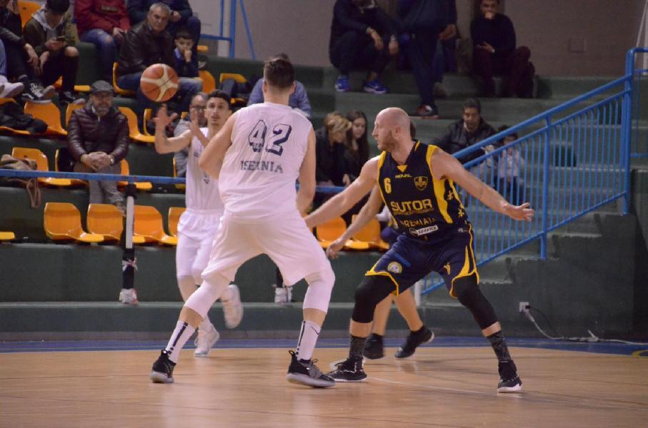 https://www.basketmarche.it/immagini_articoli/17-03-2019/sutor-montegranaro-sconfitta-campo-isernia-basket-600.jpg