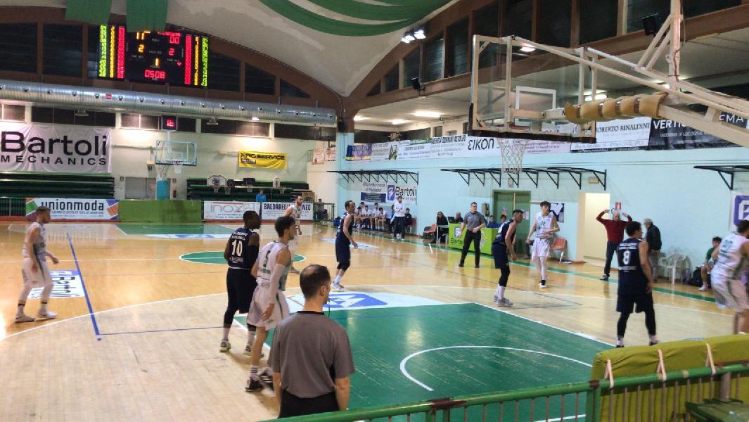 https://www.basketmarche.it/immagini_articoli/17-04-2019/playoff-basket-fossombrone-supera-valdiceppo-basket-pareggia-conti-600.jpg