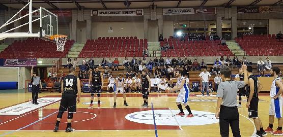 https://www.basketmarche.it/immagini_articoli/17-05-2018/d-regionale-playoff-finali-gara-2-l-aesis-jesi-ad-un-passo-dal-sogno-270.jpg