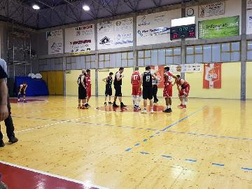 https://www.basketmarche.it/immagini_articoli/17-05-2018/d-regionale-playout-gara-2-il-basket-durante-urbania-chiude-la-serie-con-san-severino-e-si-salva-270.jpg