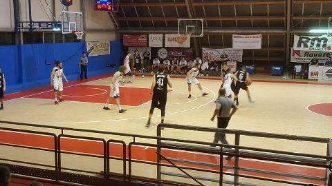 https://www.basketmarche.it/immagini_articoli/17-05-2018/serie-c-silver-playoff-finali-gara-4-il-campetto-ancona-espugna-di-misura-pesaro-e-va-alla-fase-nazionale-270.jpg