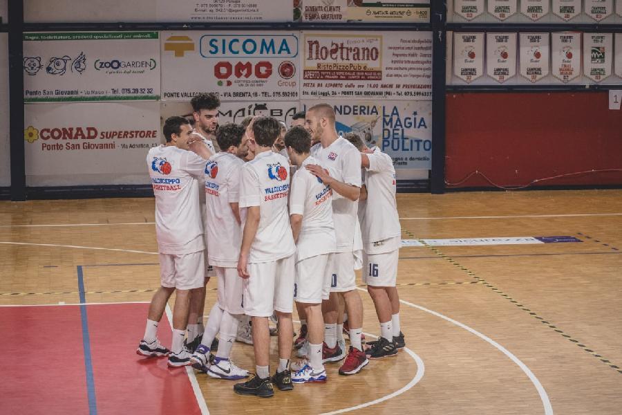https://www.basketmarche.it/immagini_articoli/17-05-2021/convincente-vittoria-interna-valdiceppo-basket-600.jpg