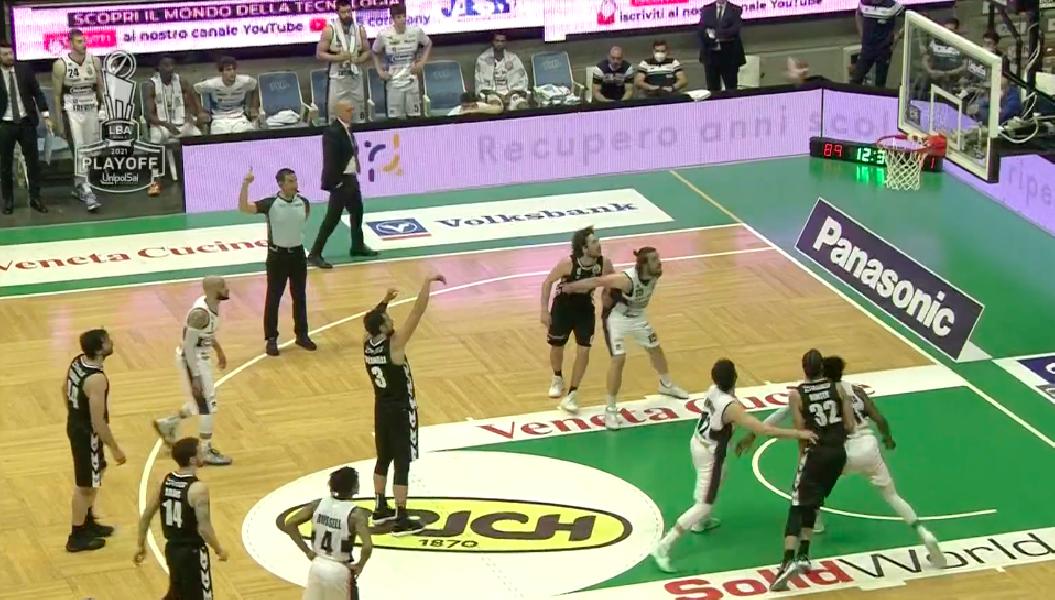 https://www.basketmarche.it/immagini_articoli/17-05-2021/playoff-virtus-bologna-espugna-treviso-super-pajola-vola-semifinale-600.png