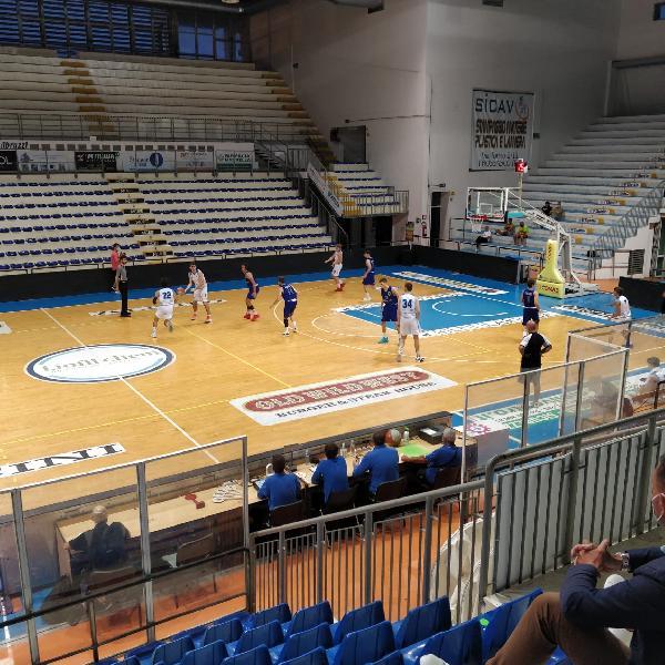 https://www.basketmarche.it/immagini_articoli/17-06-2021/playoff-roseto-sharks-superano-bartoli-mechanics-pareggia-serie-600.jpg