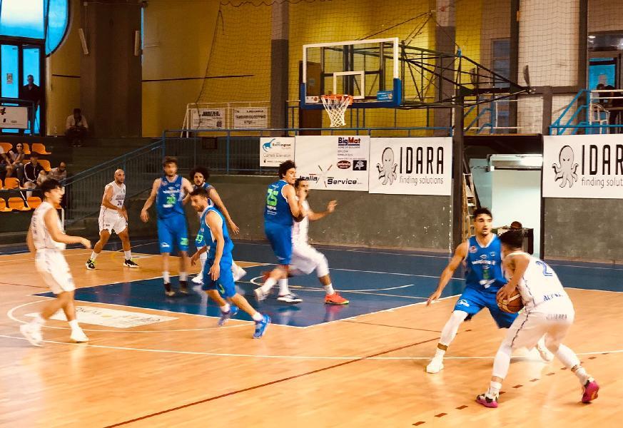 https://www.basketmarche.it/immagini_articoli/17-06-2021/playoff-wispone-taurus-jesi-espugna-nettamente-isernia-vola-finale-600.jpg