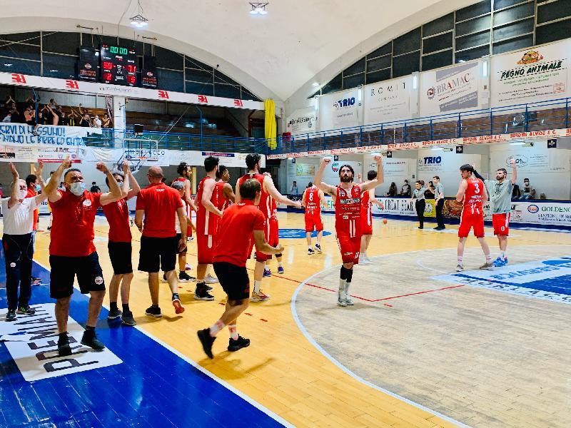 https://www.basketmarche.it/immagini_articoli/17-06-2021/teramo-spicchi-coach-salvemini-ragazzi-fatto-partita-solidit-mentale-incredibile-600.jpg