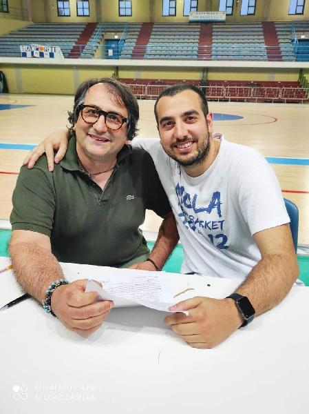 https://www.basketmarche.it/immagini_articoli/17-06-2021/ufficiale-gabriele-castellitto-allenatore-mola-basket-anche-prossima-stagione-600.jpg