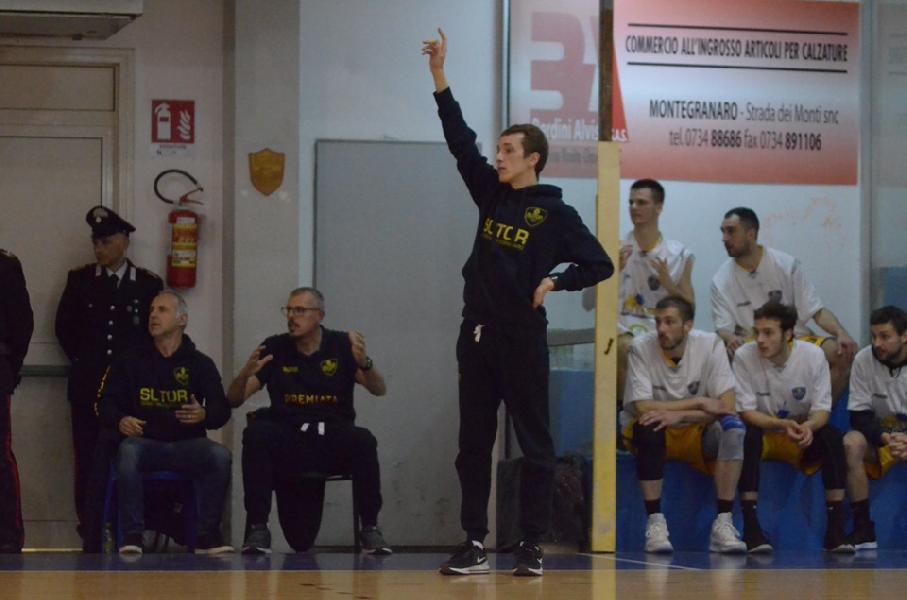 https://www.basketmarche.it/immagini_articoli/17-07-2019/sutor-montegranaro-coach-marco-ciarpella-consegue-qualifica-allenatore-nazionele-600.jpg