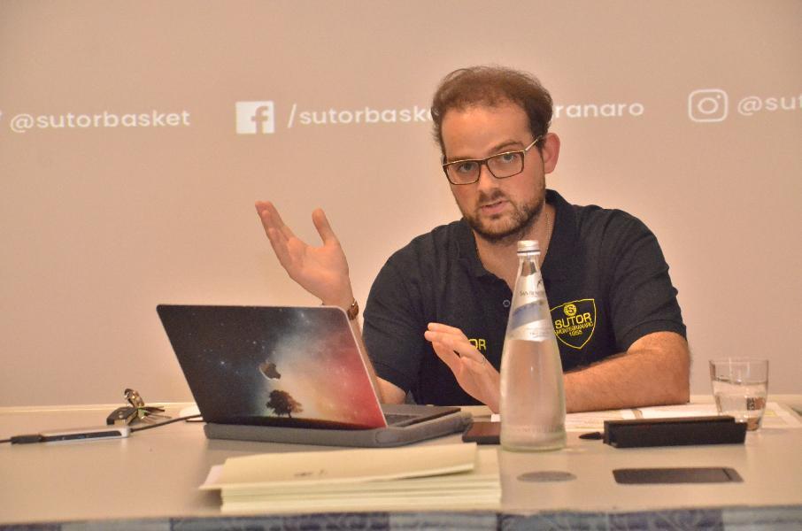 https://www.basketmarche.it/immagini_articoli/17-07-2019/ufficiale-lorenzo-governatori-direttore-generale-sutor-montegranaro-600.jpg