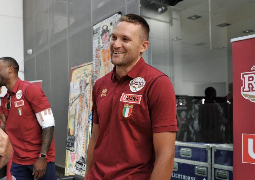 https://www.basketmarche.it/immagini_articoli/17-08-2019/michael-bramos-capitano-reyer-venezia-andrea-nicolao-vice-600.jpg