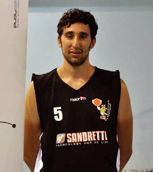 https://www.basketmarche.it/immagini_articoli/17-08-2020/ufficiale-falconara-basket-conferma-lungo-valerio-giorgini-ottava-stagione-consecutiva-600.jpg
