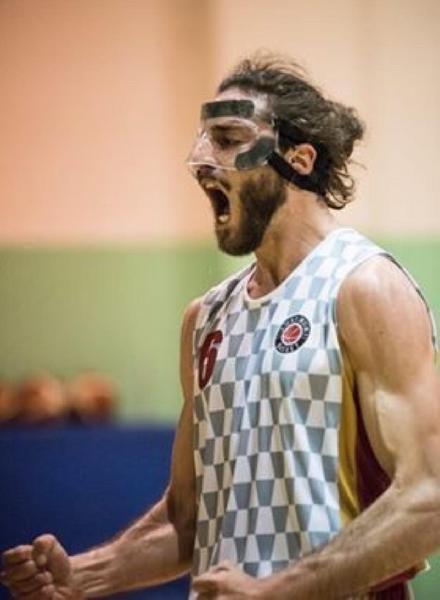 https://www.basketmarche.it/immagini_articoli/17-08-2021/senigallia-basket-2020-rinforza-canestro-ufficiale-arrivo-emanuele-ausili-600.jpg