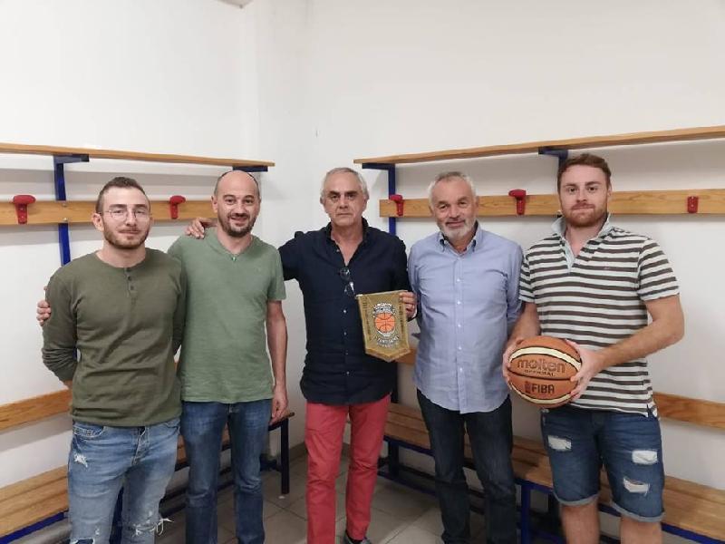 https://www.basketmarche.it/immagini_articoli/17-09-2018/varie-cambio-dirigenza-casa-polisportiva-fonti-basket-amandola-ecco-presidente-600.jpg