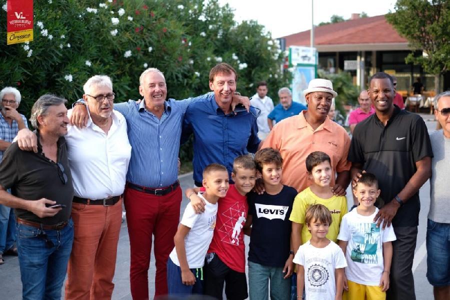 https://www.basketmarche.it/immagini_articoli/17-09-2019/passato-presente-insieme-passione-pesaro-accesa-600.jpg