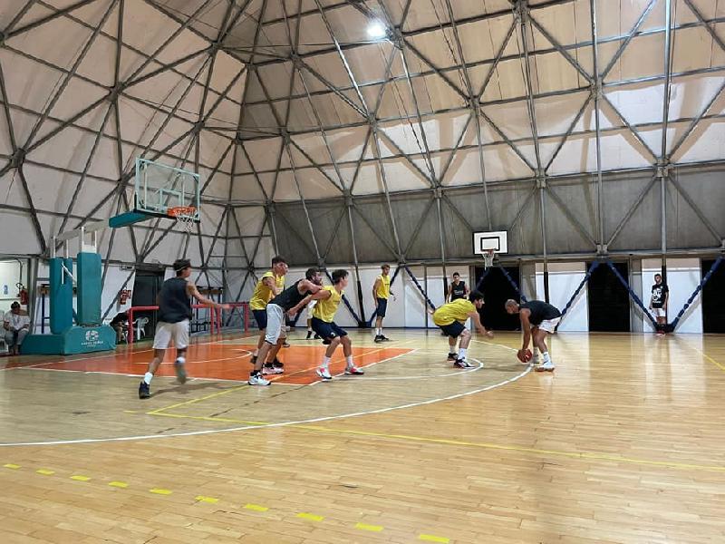 https://www.basketmarche.it/immagini_articoli/17-09-2021/buon-test-amichevole-pallacanestro-recanati-robur-family-osimo-600.jpg