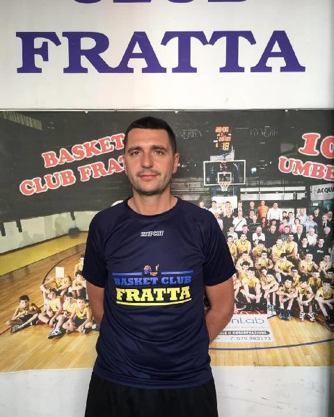 https://www.basketmarche.it/immagini_articoli/17-09-2021/fratta-umbertide-coach-caracchini-soddisfatto-stiamo-lavorando-obiettivi-salvezza-600.jpg