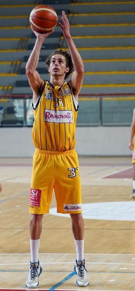 https://www.basketmarche.it/immagini_articoli/17-09-2021/pallacanestri-recanati-ufficiale-ritorno-lungo-gianni-sabbatini-600.jpg