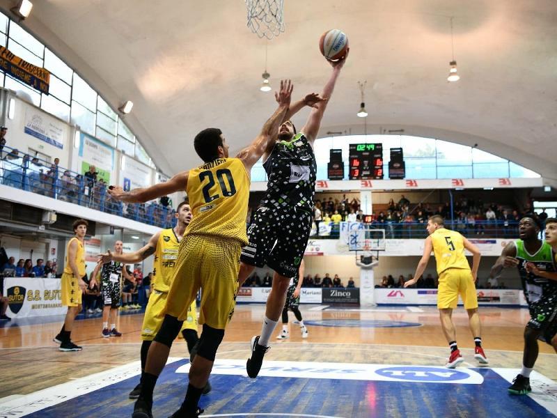 https://www.basketmarche.it/immagini_articoli/17-10-2019/raggisolaris-faenza-sfiora-colpo-grosso-chieti-sconfitta-arriva-dopo-overtime-600.jpg