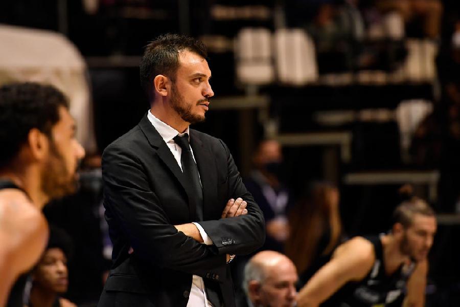 https://www.basketmarche.it/immagini_articoli/17-10-2020/trento-coach-brienza-browne-coro-andiamo-pesaro-sbloccarci-campionato-600.jpg