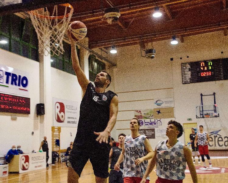 https://www.basketmarche.it/immagini_articoli/17-10-2020/virtus-civitanova-trasferta-campo-pallacanestro-roseto-valerio-amoroso-600.jpg