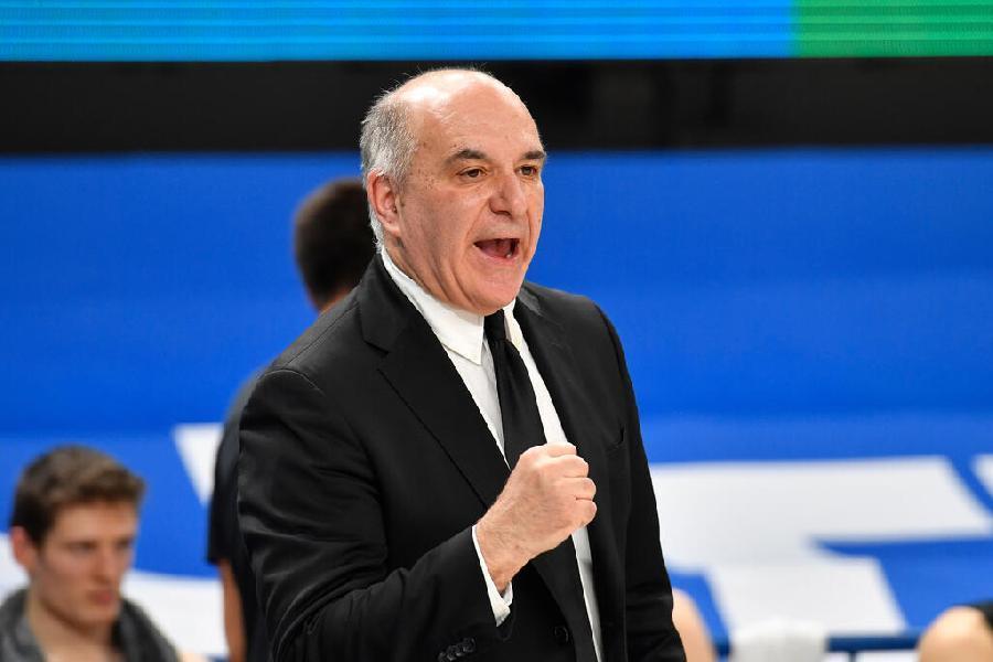 https://www.basketmarche.it/immagini_articoli/17-10-2021/aquila-basket-trento-coach-molin-faccio-complimenti-vittoria-squadra-600.jpg