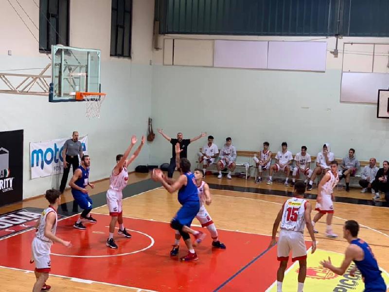 https://www.basketmarche.it/immagini_articoli/17-10-2021/attila-junior-porto-recanati-perugia-punti-resta-imbattuta-600.jpg