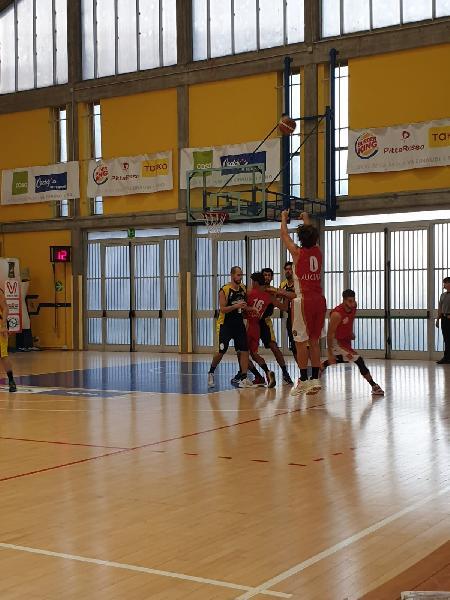 https://www.basketmarche.it/immagini_articoli/17-10-2021/basket-auximum-osimo-espugna-nettamente-campo-basket-fanum-600.jpg