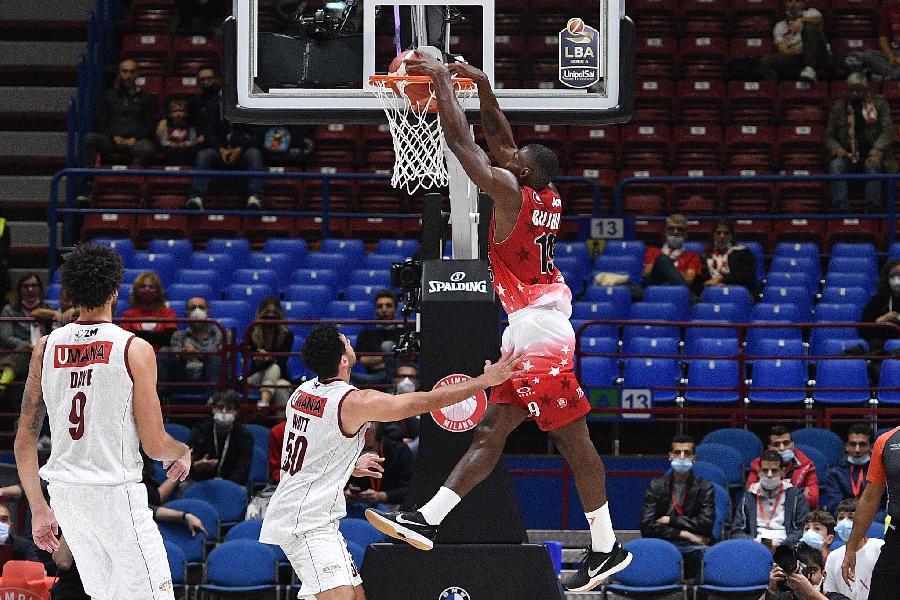 https://www.basketmarche.it/immagini_articoli/17-10-2021/olimpia-milano-domina-sfida-reyer-venezia-600.jpg
