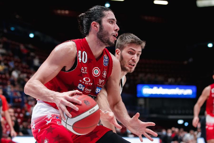 https://www.basketmarche.it/immagini_articoli/17-10-2021/olimpia-milano-ferma-davide-alviti-risentimento-muscolare-600.jpg