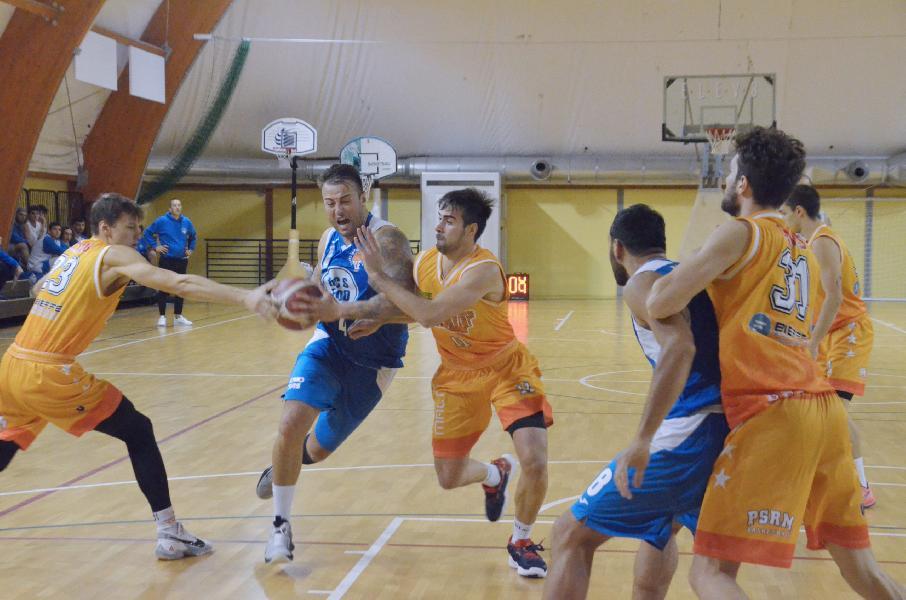 https://www.basketmarche.it/immagini_articoli/17-10-2021/porto-sant-elpidio-basket-mani-vuote-trasferta-campo-pisaurum-600.jpg