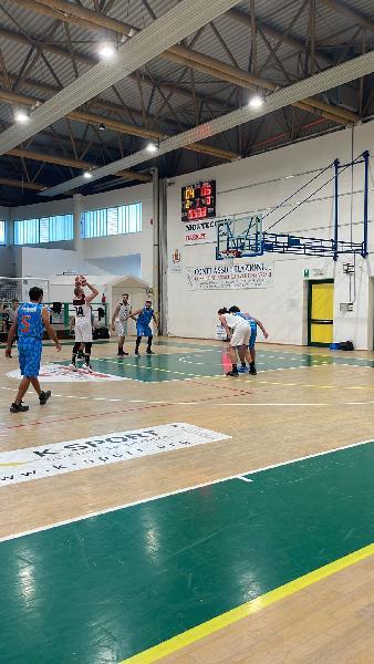 https://www.basketmarche.it/immagini_articoli/17-10-2021/senigallia-basket-2020-espugna-campo-montecchio-sport-dopo-supplementare-600.jpg